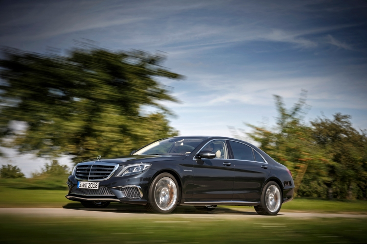 2015-mercedes-benz-s65-amg-front-three-quarters-in-motion