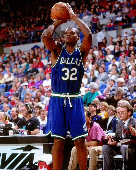 PORTLAND, OR - CIRCA 1993: Jamal Mashburn #32 of the Dallas Mavericks shoots against the Portland Trailblazers circa 1993 at the Veterans Memorial Coliseum in Portland, Oregon. NOTE TO USER: User expressly acknowledges and agrees that, by downloading and or using this photograph, User is consenting to the terms and conditions of the Getty Images License Agreement. Mandatory Copyright Notice: Copyright 1993 NBAE (Photo by Brian Drake/NBAE via Getty Images) *** Local Caption *** Jamal Mashburn