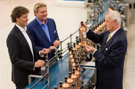 Bob-Nolet-Carl-Nolet-Jr.-and-Carolus-Nolet-Sr.-on-the-Nolet-Family-Distillery-Bottling-Line-2000px-1200x799
